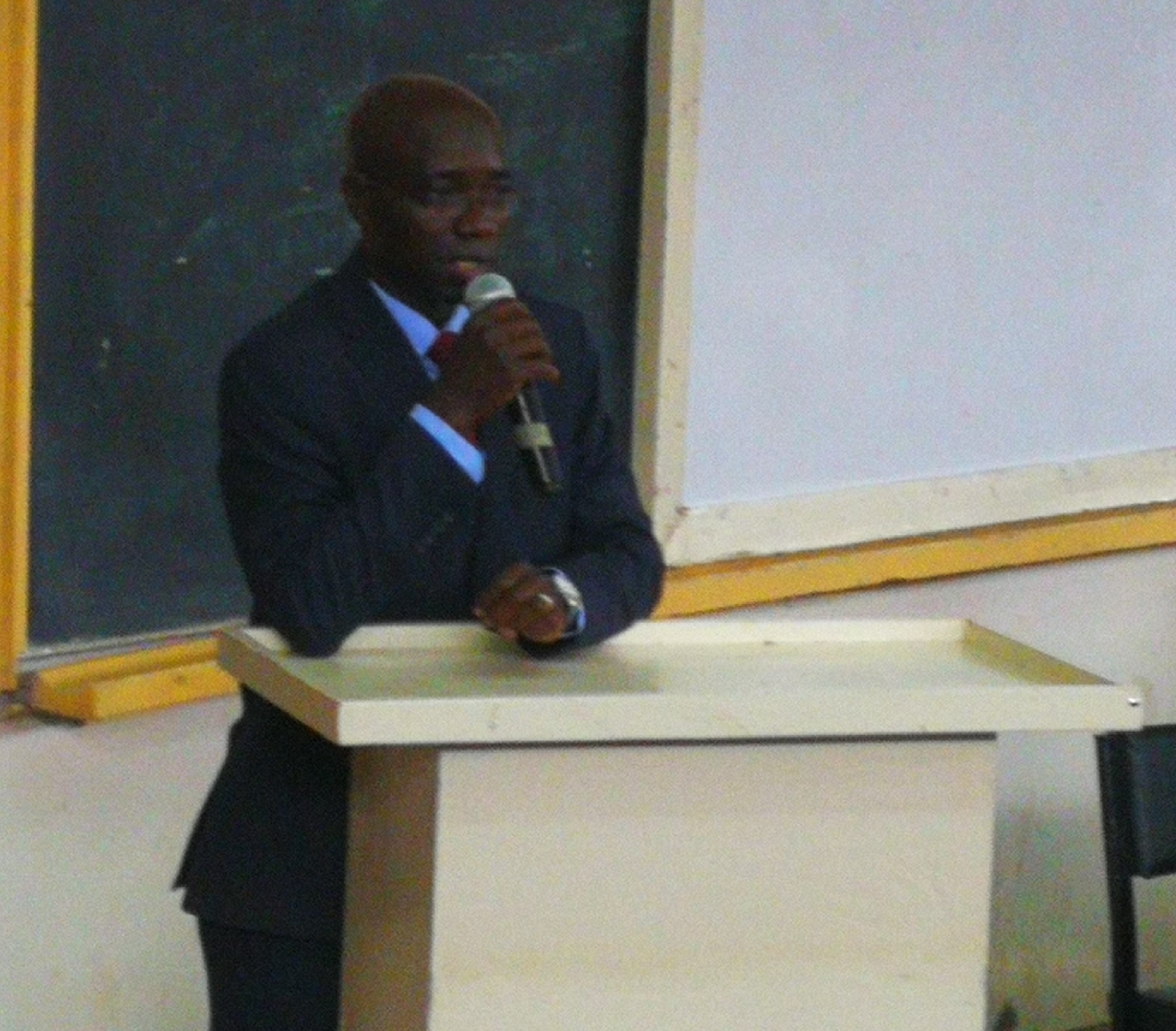 DR. ERIC MASIKA GIVING HIS SPEECH ON BLENDED MODE OF LEARNING.