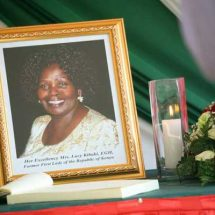 Mwai Kibaki, gives thanks to Kenyans for mourning his late wife with his family
