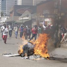 Zimbabwe court overturns ban on Harare protests