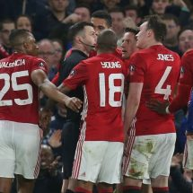 Jose Mourinho  blames referee for United FA Cup exit