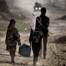 Mosul residents flee thirst, hunger and Islamic State