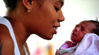 Etiquette rules of visiting a new mom