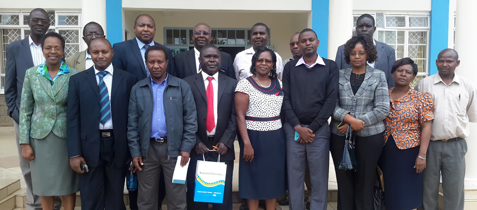 Group picture with Postgraduate Seminar Students, Dean, Guest Speaker and Lecturers of SAED