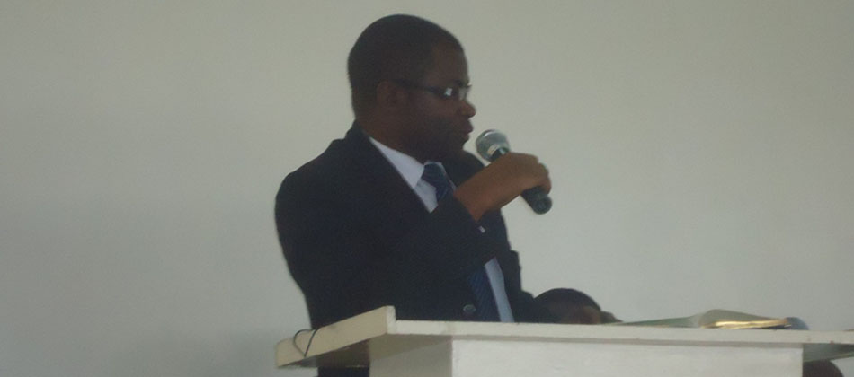 The Dean School of Economics, Professor Nelson Wawire addressing students